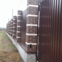 Забор из профлиста и металлического штакетника под ключ