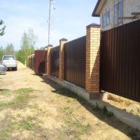 Кирпичный забор - изготовление и установка в СПб и Ленинградской области