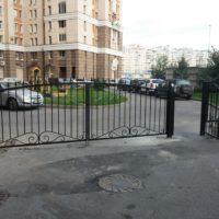 Установка сварного ограждения с распашными воротами и калиткой