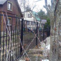 Сварное ограждение с распашными воротами