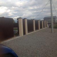 Забор из профильного листа на ленточном фундаменте