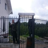 Сварной забор на ленточном фундаменте с распашными воротами и калиткой