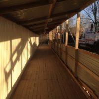 Крытая пешеходная галерея и забор из профильного листа