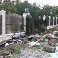 Сварной забор на ленточном фундаменте