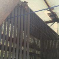 Производство и поставка временного строительного ограждения из профильной трубы 40х20 мм и сварной сетки 100х100х3 мм.