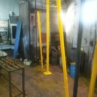 Изготовление комплекта ограждения из уголка и сетки для производственного помещения.